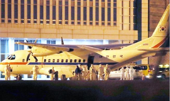 일본 크루즈선 탑승 한국인 김포공항 도착
