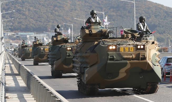 [사진으로 보는 한국] '훈련은 실전처럼'···전진하는 해병대 상륙장갑차